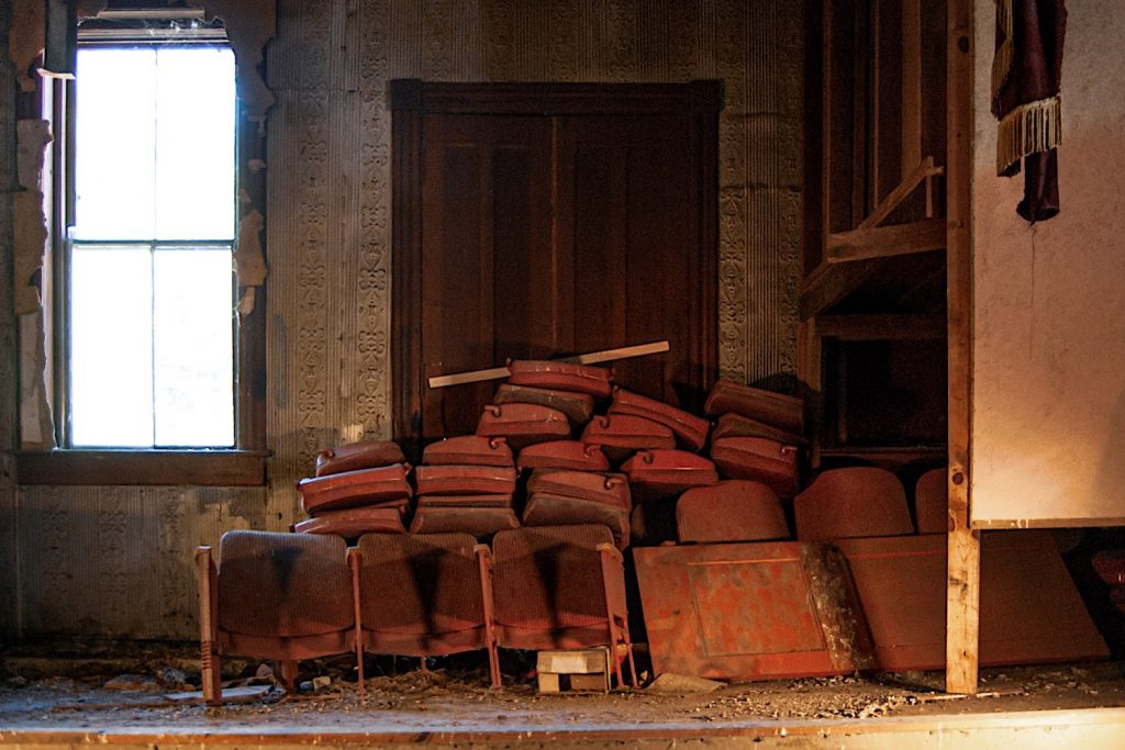 Stage with piled seats